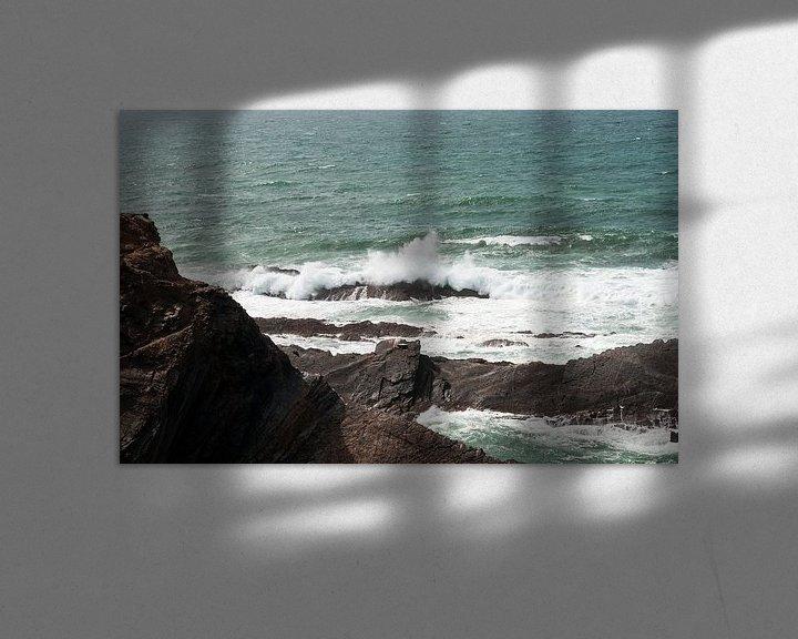 Sfeerimpressie: rotsen en wilde zee westkust portugal van ChrisWillemsen