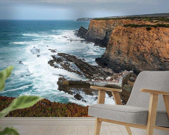 Sfeerimpressie behang: rotsen en wilde zee westkust portugal van Compuinfoto .