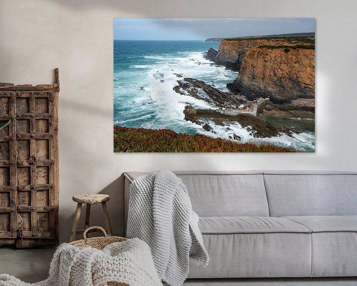 Sfeerimpressie: rotsen en wilde zee westkust portugal van Compuinfoto .