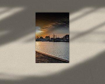 Volendam Harbour Sonnenuntergang von Ricardo Bouman