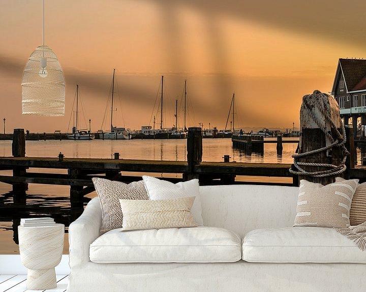 Sfeerimpressie behang: Volendam Steiger in de haven van Ricardo Bouman