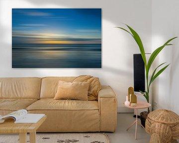 Abstracte  Zonsondergang met bewegingsonscherpte. van Hille Bouma