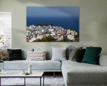 Uitzicht op Maro vanaf de grotten van Nerja van Aiji Kley