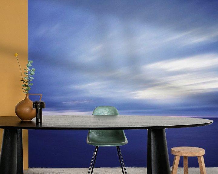 Sfeerimpressie behang: Blauw van Remco de Vries