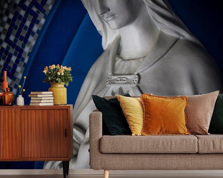 Sfeerimpressie behang: Mariabeeld van PJG Design