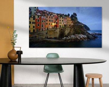 Riomaggiore - Cinque Terre - at blue hour van Teun Ruijters