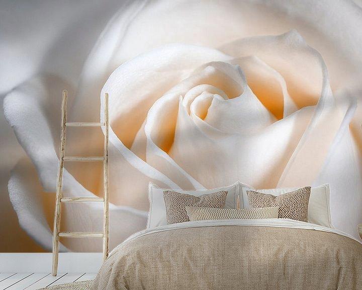 Sfeerimpressie behang: Prachtig hart in het midden van de roos. van Nicole Jagerman