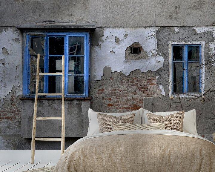 Sfeerimpressie behang: Oud huis - Blue ramen van Christine Nöhmeier