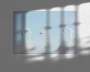 Drie draaiende stuntvliegtuigen van Cathy Php