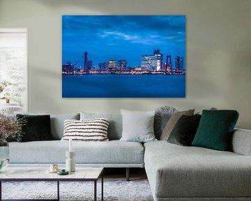 Skyline van Rotterdam bij avond