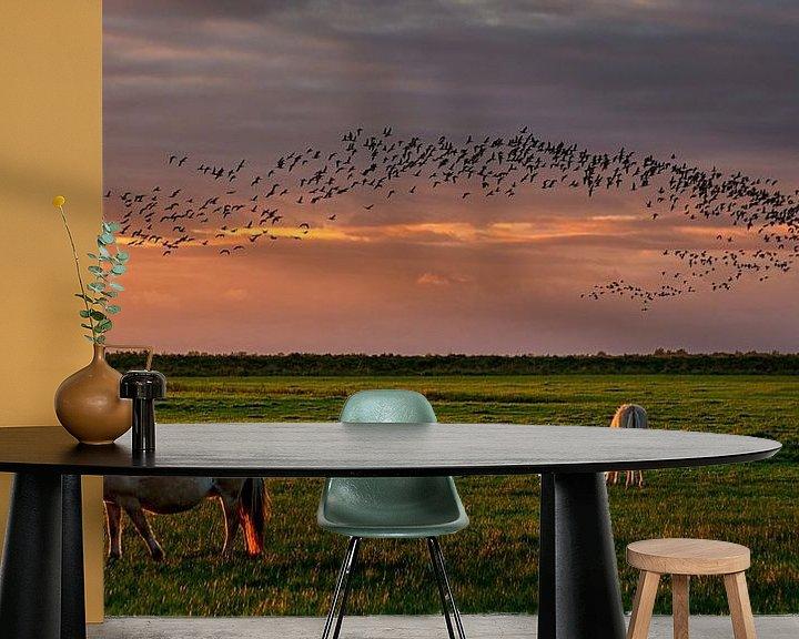 Sfeerimpressie behang: Konikpaarden op de Slikken en vogels boven  het natuurgebied  van Bram van Broekhoven