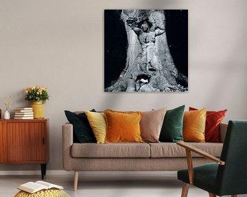 The lady in the tree von Nannie van der Wal