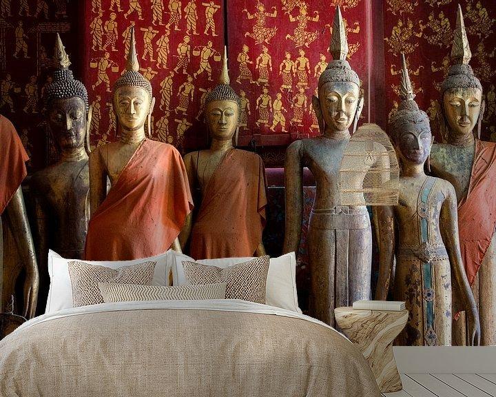 Sfeerimpressie behang: Buddha statues in a temple in Luang Prabang, Laos van Fleur Halkema