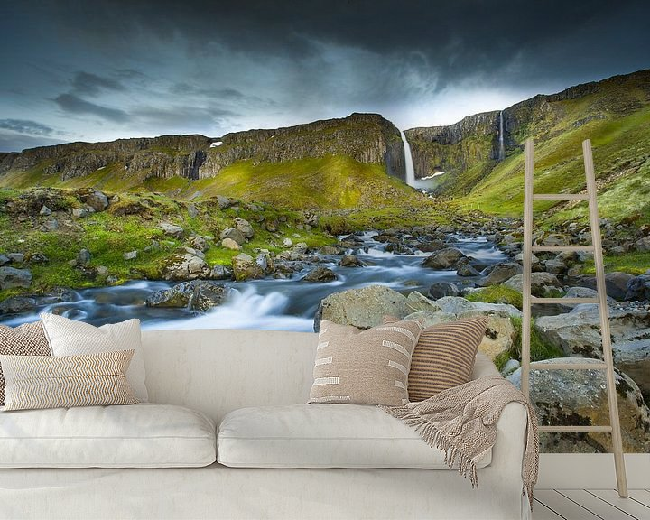 Sfeerimpressie behang: Waterval IJsland Kirkjufell van Jurgen Siero