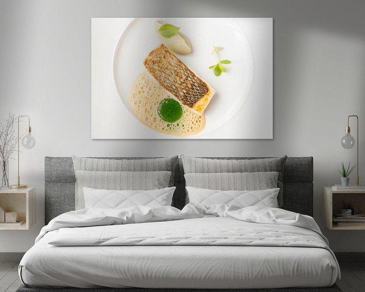 Sfeerimpressie: Geroosterde zeebaars met artisjok crème, basilicum en Verjus van Casper van Dort