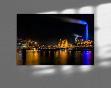 Elektriciteitscentrale Gelderland in Nijmegen, snachts