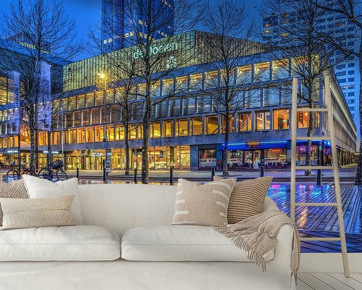 Sfeerimpressie behang: Rotterdam: De Doelen en het Schouwburgplein bij avond van Frans Blok