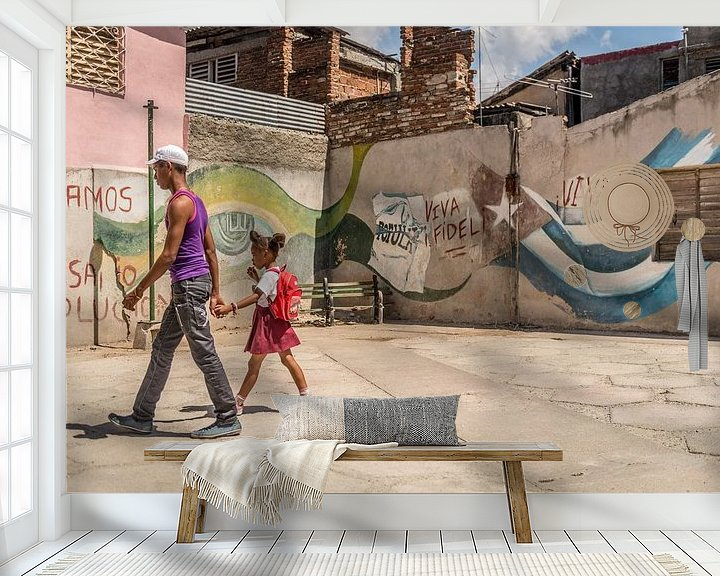 Sfeerimpressie behang: Santiago de Cuba, Viva Castro van Frank Laurens