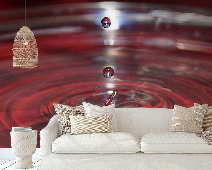 Sfeerimpressie behang: Water. Rood de kleur van de liefde. Balk Friesland van Fotografie Sybrandy