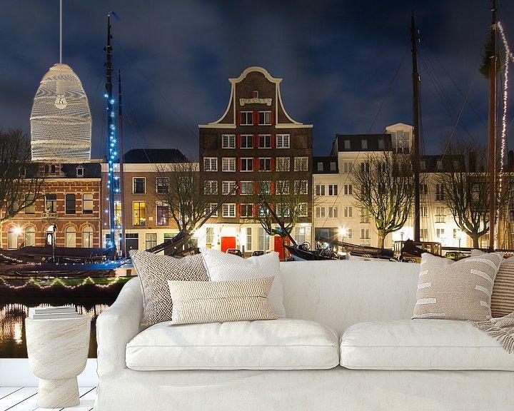 Sfeerimpressie behang: Pand Stockholm Dordrecht nachtfoto van Anton de Zeeuw