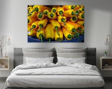 yellow paprika von Compuinfoto .