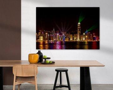 Skyline Hong Kong bij nacht van Gijs de Kruijf