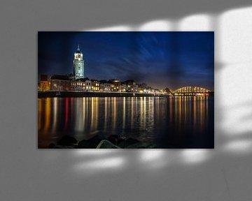 Deventer Skyline bij nachtelijke omstandigheden van Martin Podt