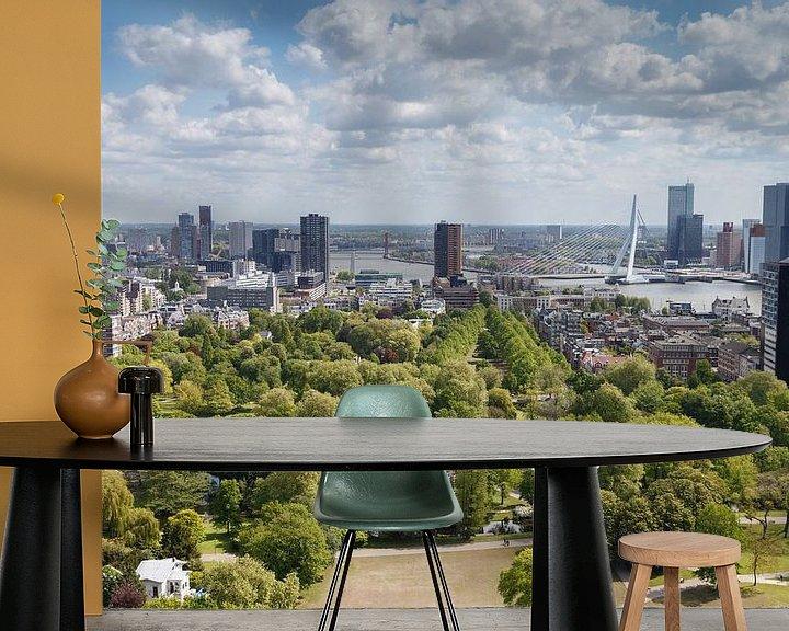 Sfeerimpressie behang: De Erasmusbrug Rotterdam van Menno Schaefer