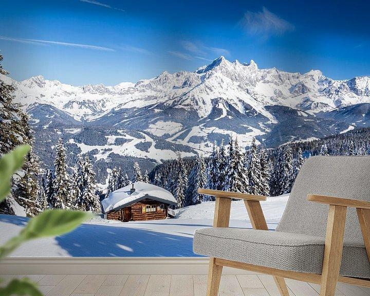 Sfeerimpressie behang: Zonnig winterlandschap in de Alpen van Coen Weesjes