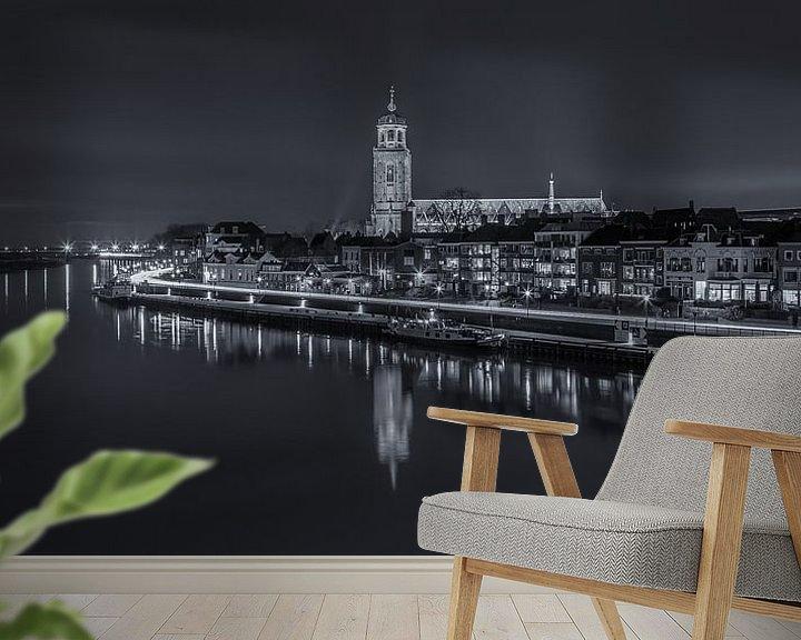 Sfeerimpressie behang: Deventer Skyline met Lebuïnuskerk in de avond - zwart-wit - 2 van Tux Photography
