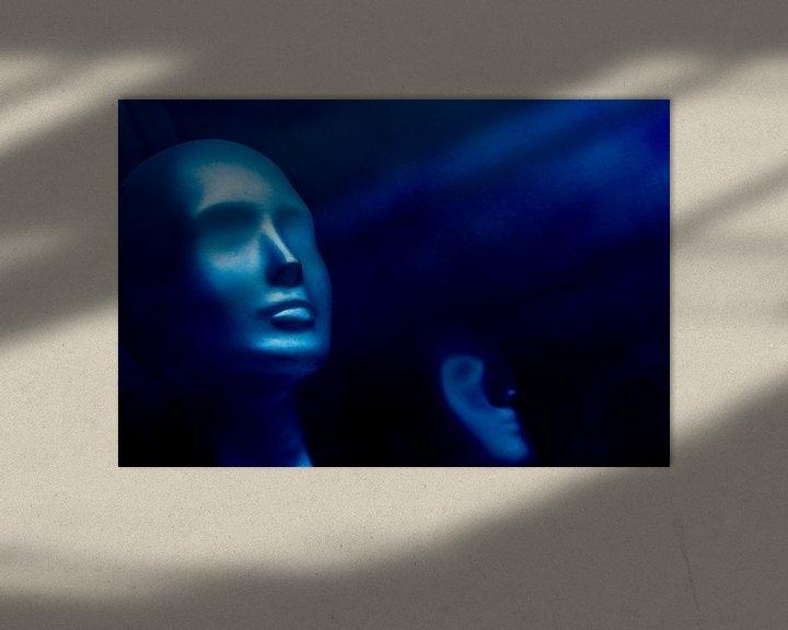 Sfeerimpressie: Blauwe etalagepop 2.0  van Ton de Koning