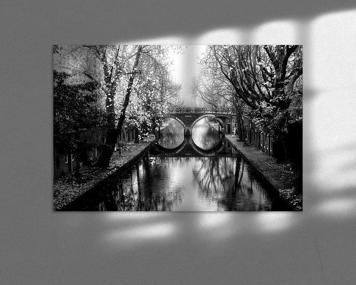 Sfeerimpressie: Oudegracht met de Hamburgerbrug  Utrecht in de mist van De Utrechtse Grachten