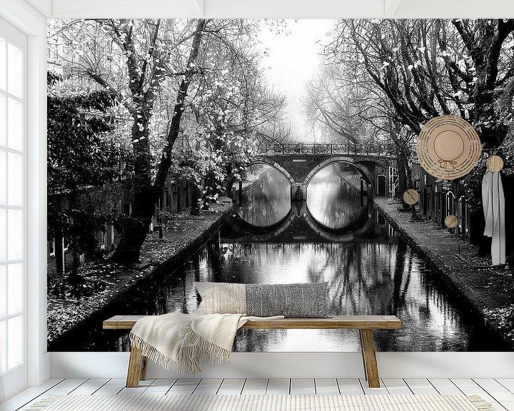 Sfeerimpressie behang: Oudegracht met de Hamburgerbrug  Utrecht in de mist van De Utrechtse Grachten
