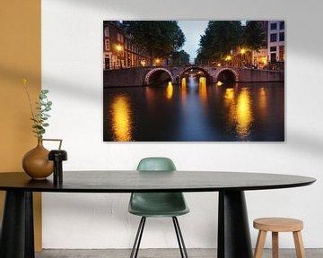 Verlichte bruggen in Amsterdam