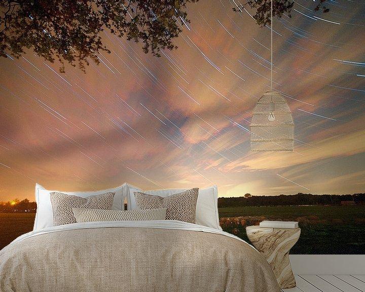 Sfeerimpressie behang: Nederlands landschap van sterrenspoor Scherpenzeel, Nederland van Jeroen Bos