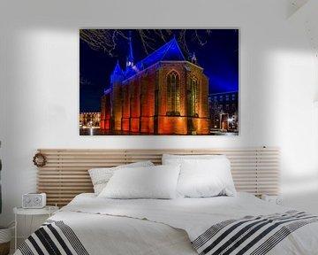 De Mariënburgkapel in Nijmegen is snachts mooi verlicht van Maerten Prins