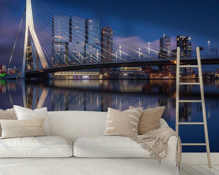 Sfeerimpressie behang: Rotterdam skyline reflections van Ilya Korzelius