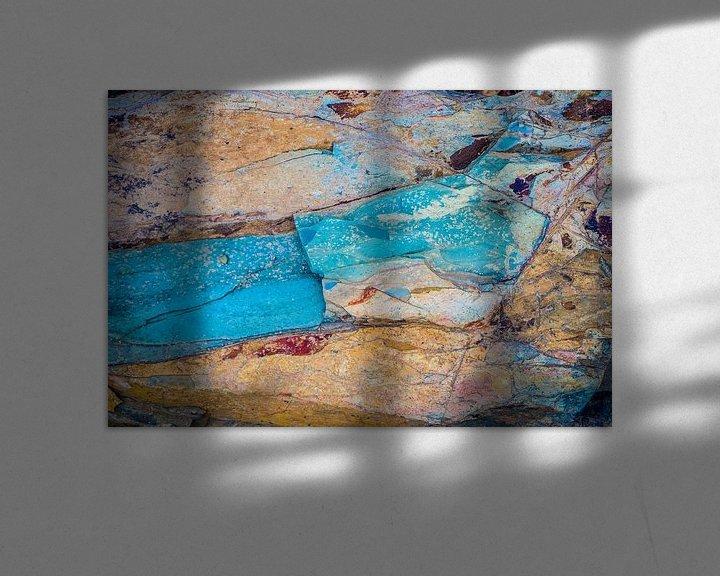 Sfeerimpressie: Gekleurde steen van Fred Leeflang