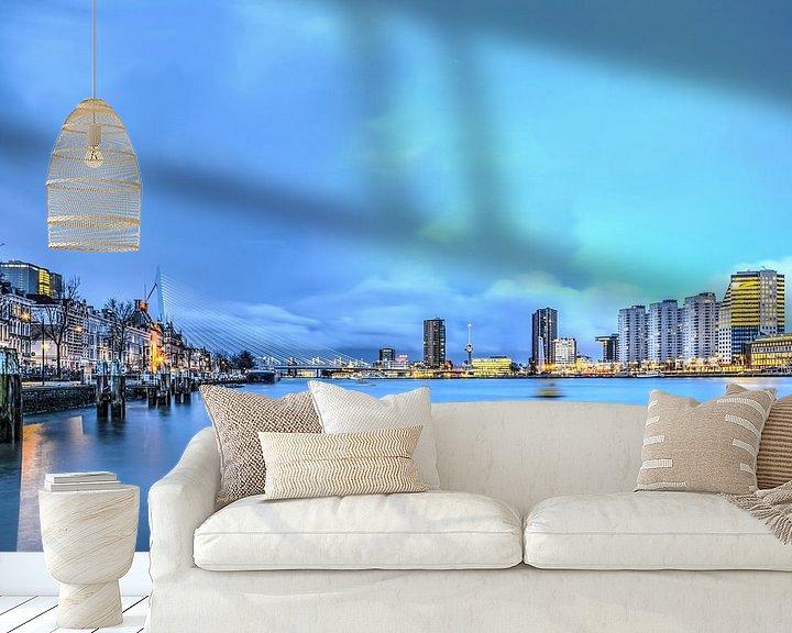 Sfeerimpressie behang: Rotterdam: de Nieuwe Maas in het blauwe uur van Frans Blok