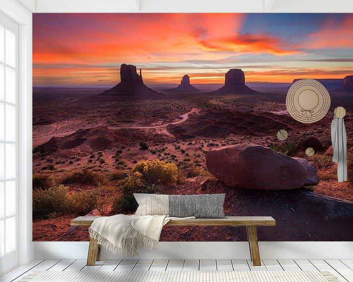 Sfeerimpressie behang: Monument Valley zonsopgang van Albert Dros