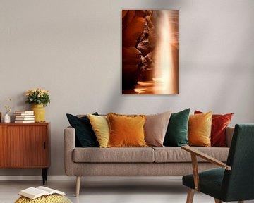 Antelope Canyon, beam of light. van Arno Fooy