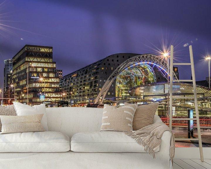 Sfeerimpressie behang: Rotterdam: Ochtendspits op de Blaak van Frans Blok