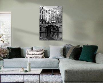 De Bezembrug over de Oudegracht in Utrecht in zwart-wit von De Utrechtse Grachten