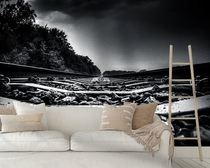 Sfeerimpressie behang: On the Track (zwart / wit) van Michiel ter Elst