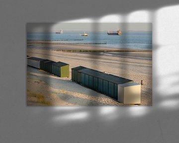 Strandhuisjes op een strand in Zeeland in Nederland sur Tonko Oosterink