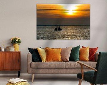 Vissersschip tijdens zonsondergang te Vlissingen