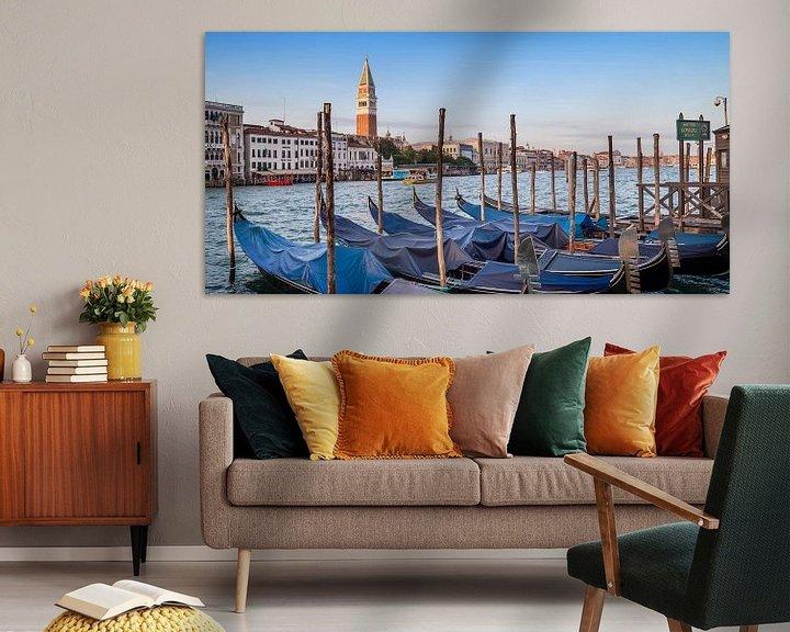 Sfeerimpressie: VENICE Grand Canal and Goldolas | panoramic view van Melanie Viola