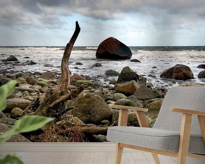 Sfeerimpressie behang: Een rots in de branding van Hanneke Luit