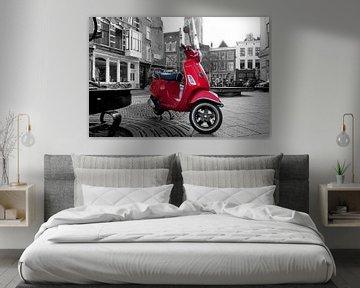 Rode Vespa scooter