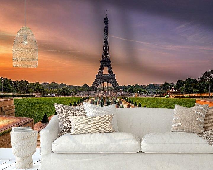 Sfeerimpressie behang: Eiffeltoren Parijs van Michiel Buijse